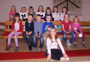 Aufführung vom Märlichor Schneewittchen – erzählt und besungen von 14 Kindern unter der Leitung von Flora Dietiker